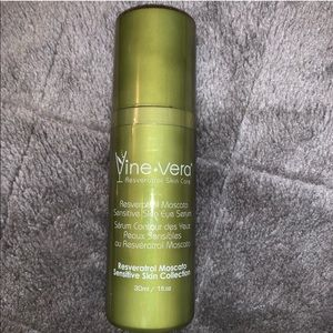 Vine Vera Moscato Sensitive Skin Eye Serum